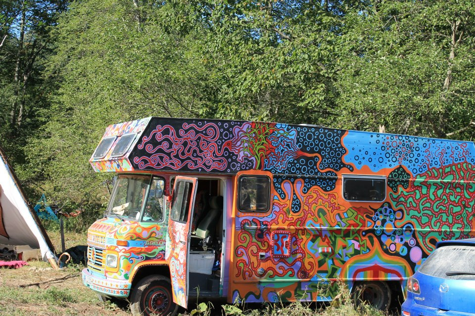 The-Third-Eye-Magazine_Transylvania-psychedelic-bus-01