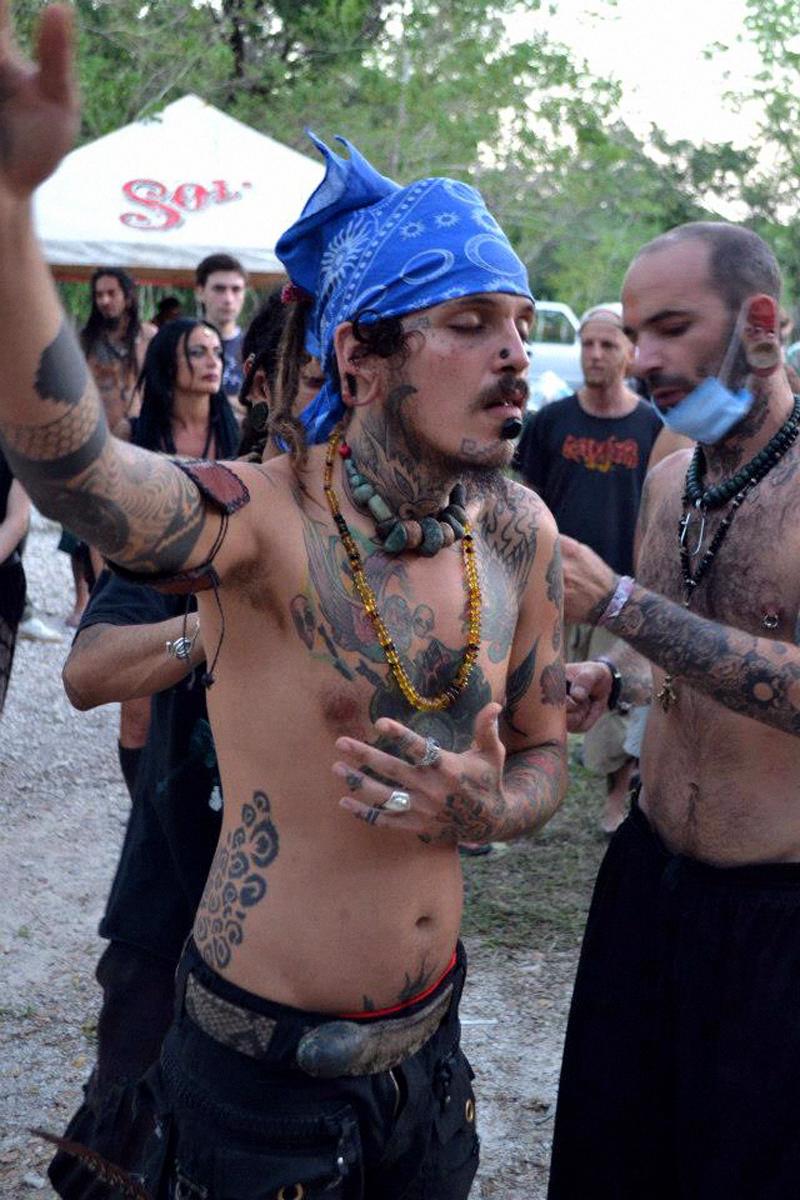 IMIX JAGUAR's meditation for his ritual suspension; with ALEX PEREIRO BARROS, Founder of Indigenak Modification Industries.