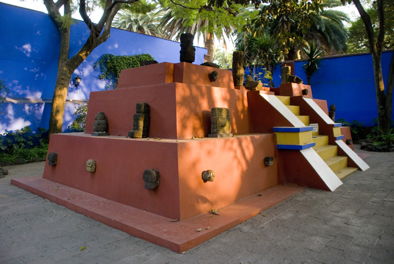 Pyramid in Frida Kahlo and Diego Rivera's courtyard displaying pre-Hispanic pieces.