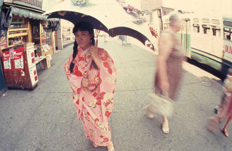 For her 1966 performance Walking Piece, YAYOI KUSAMA walked the streets of New York in a kimono as a commentary on her outsider status. Image courtesy: Ota Fine Arts, Tokyo / © Yayoi Kusama, Yayoi Kusama Studio Inc.