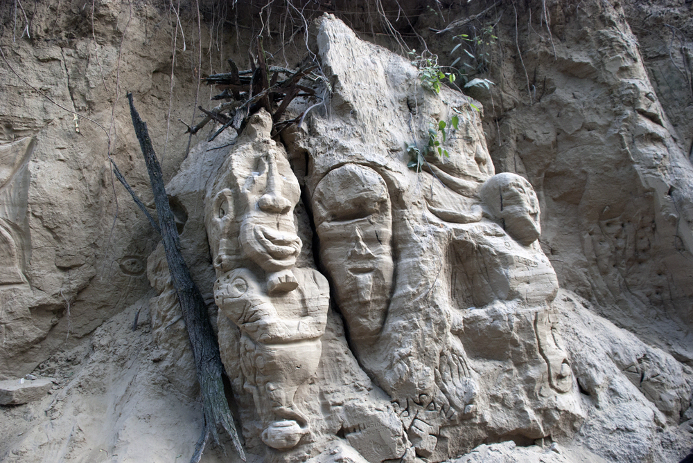 Beautiful and intriguing collections of masks and statuettes along the rocks...