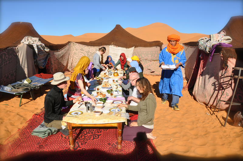 Breakfast in the Road Junky camp. Turbans forever!