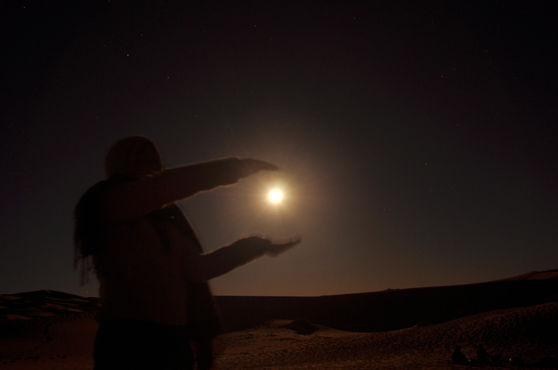 Love story with the moon in the Sahara.