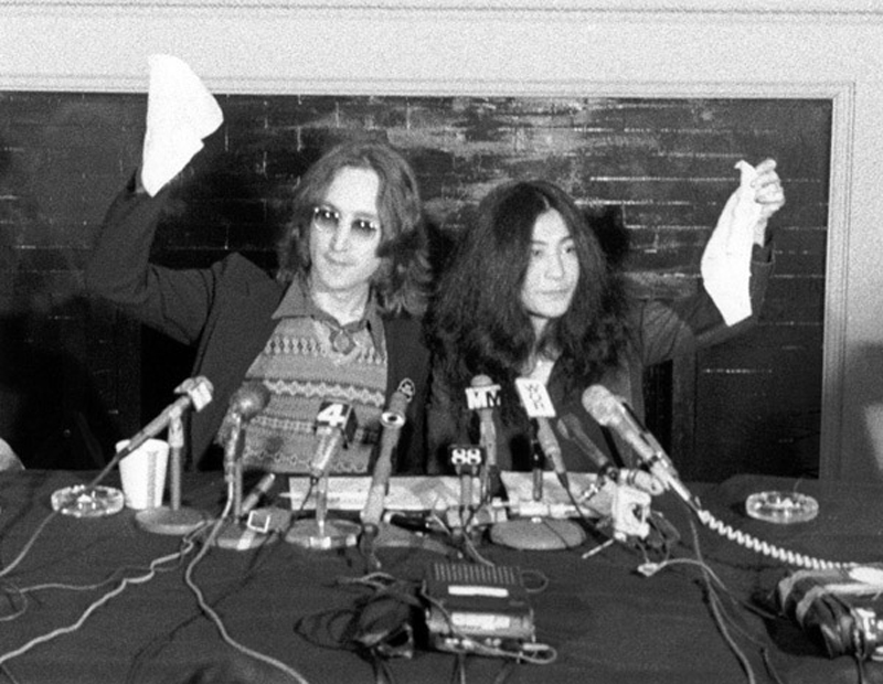 John Lennon and Yoko Ono declaring the birth of Nutopia at a press conference on April 1st 1973. Photo by Bob Gruen, Courtesy Yoko Ono.